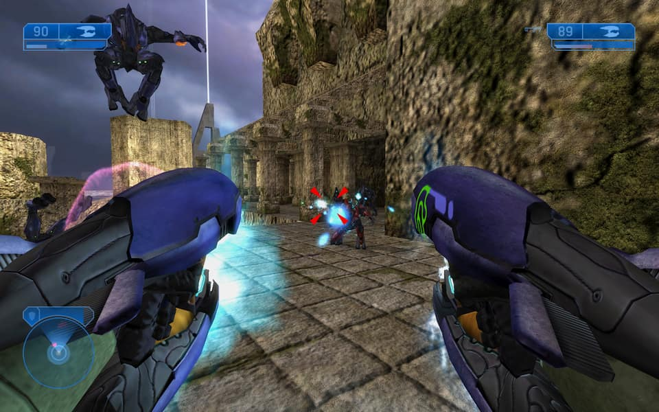 Screenshot of Halo 2, showing a fight
